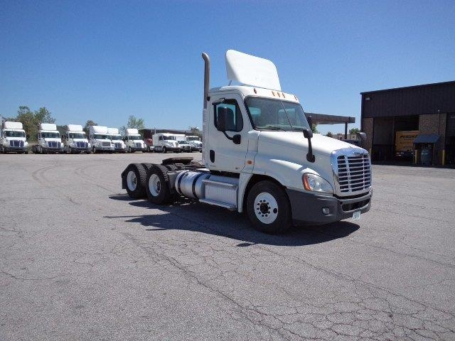 Day Cab Tractor-Heavy Duty Tractors-Freightliner-2011-Cascadia 12564ST-FORT SMITH-AR-303,869 miles-$44,250
