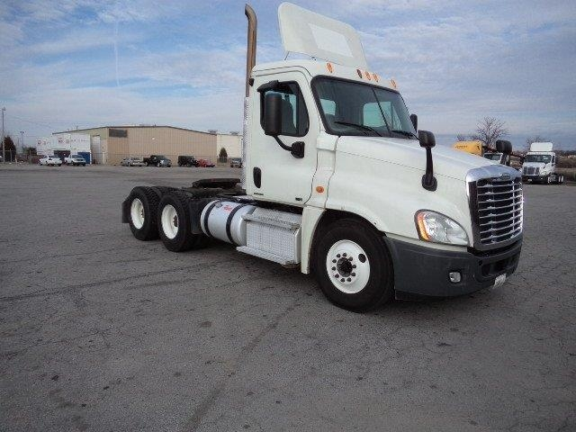 Day Cab Tractor-Heavy Duty Tractors-Freightliner-2011-Cascadia 12564ST-FORT SMITH-AR-384,235 miles-$38,250