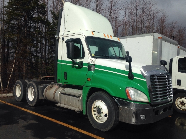 Day Cab Tractor-Heavy Duty Tractors-Freightliner-2011-Cascadia 12564ST-STE-FOY-PQ-853,269 km-$40,500