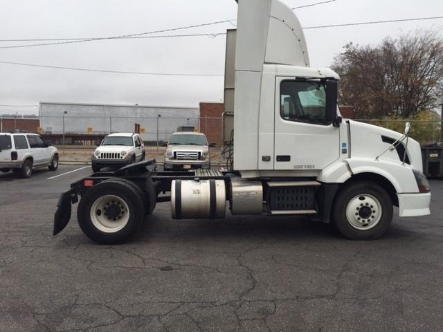 Day Cab Tractor-Heavy Duty Tractors-Volvo-2012-VNL42300-TUSCALOOSA-AL-696,788 miles-$17,750