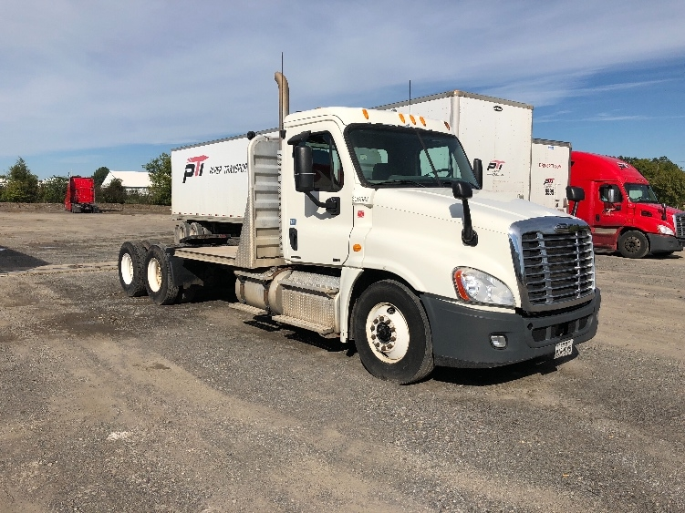 Day Cab Tractor-Heavy Duty Tractors-Freightliner-2011-Cascadia 12564ST-MUSKOGEE-OK-332,700 miles-$37,750