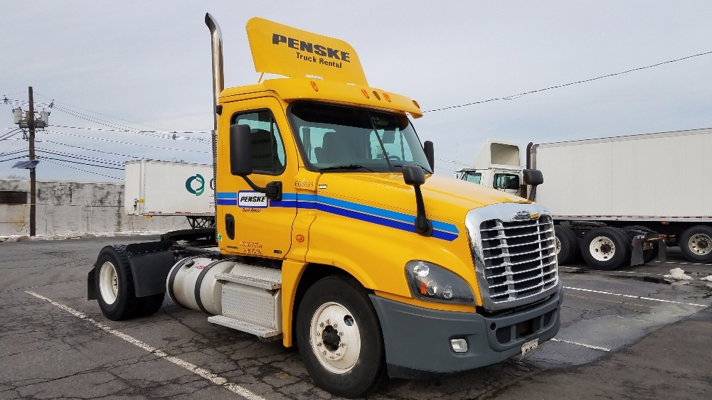 Day Cab Tractor-Heavy Duty Tractors-Freightliner-2012-Cascadia 12542ST-SOUTH PLAINFIELD-NJ-352,551 miles-$30,000