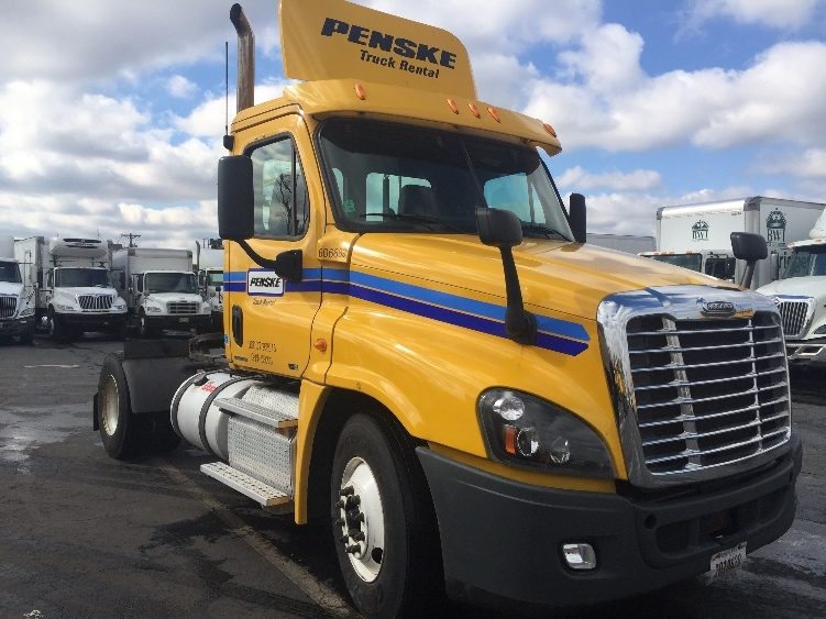 Day Cab Tractor-Heavy Duty Tractors-Freightliner-2012-Cascadia 12542ST-LINDEN-NJ-337,114 miles-$30,500