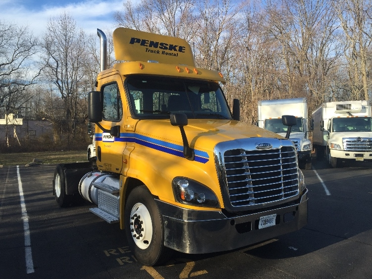 Day Cab Tractor-Heavy Duty Tractors-Freightliner-2012-Cascadia 12542ST-READING-PA-377,539 miles-$28,750