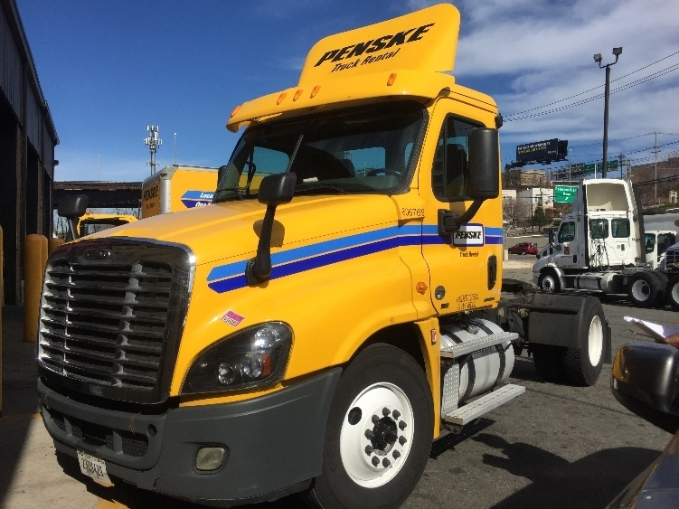 Day Cab Tractor-Heavy Duty Tractors-Freightliner-2012-Cascadia 12542ST-EAST WINDSOR-CT-280,000 miles-$43,000