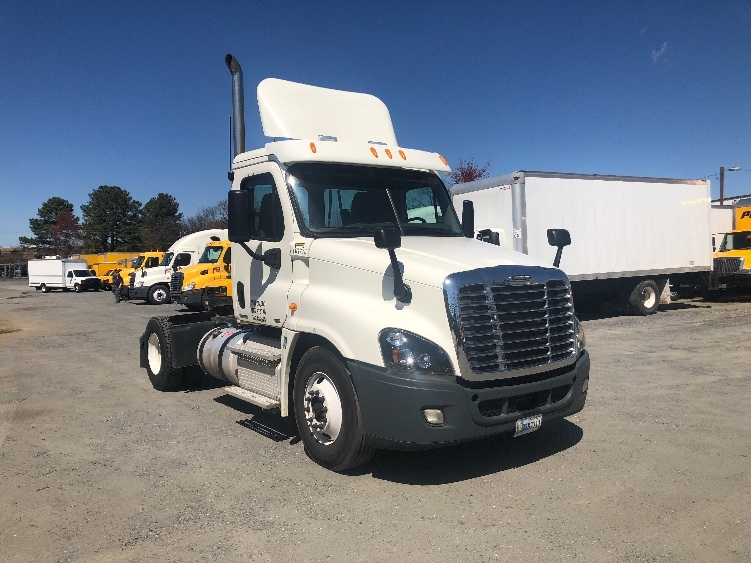Day Cab Tractor-Heavy Duty Tractors-Freightliner-2012-Cascadia 12542ST-CHARLOTTE-NC-301,000 miles-$33,750