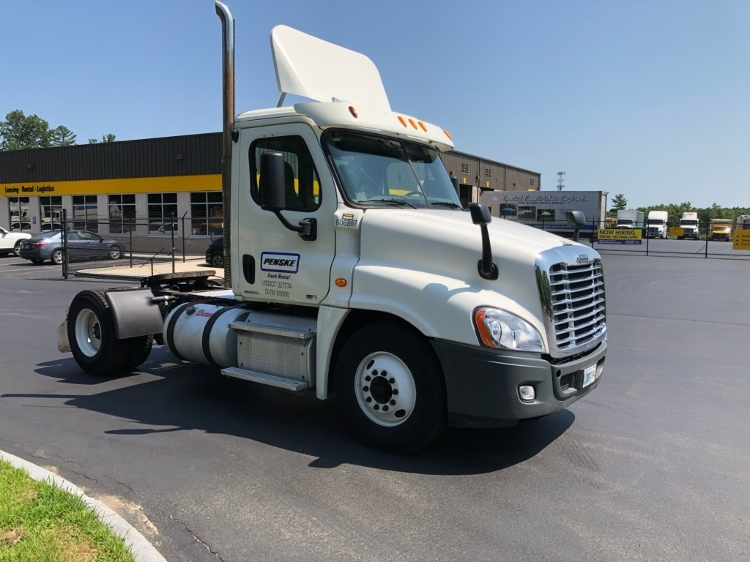 Day Cab Tractor-Heavy Duty Tractors-Freightliner-2012-Cascadia 12542ST-MEDFORD-MA-385,986 miles-$29,750