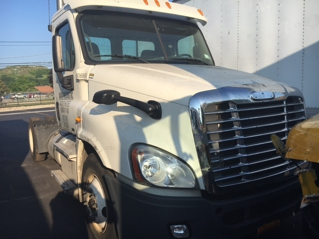 Day Cab Tractor-Heavy Duty Tractors-Freightliner-2012-Cascadia 12542ST-WEST BABYLON-NY-177,623 miles-$14,500