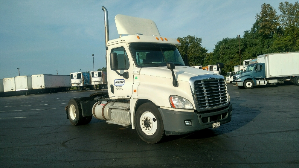 Day Cab Tractor-Heavy Duty Tractors-Freightliner-2012-Cascadia 12542ST-PHILADELPHIA-PA-440,107 miles-$29,250