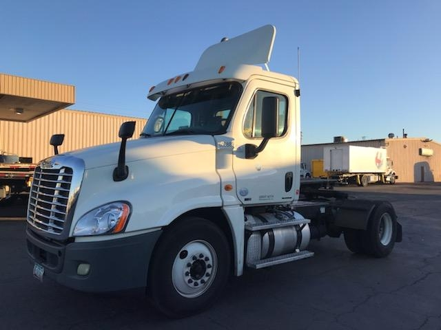Day Cab Tractor-Heavy Duty Tractors-Freightliner-2012-Cascadia 12542ST-TORRANCE-CA-614,322 miles-$29,500