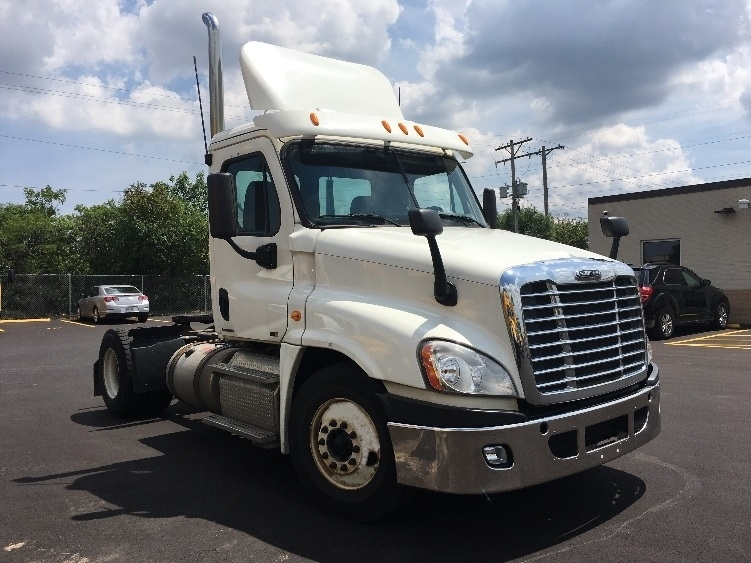 Day Cab Tractor-Heavy Duty Tractors-Freightliner-2012-Cascadia 12542ST-MILWAUKEE-WI-340,590 miles-$33,000