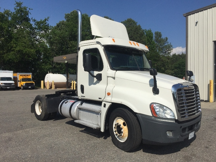 Day Cab Tractor-Heavy Duty Tractors-Freightliner-2012-Cascadia 12542ST-CHESAPEAKE-VA-509,083 miles-$25,000