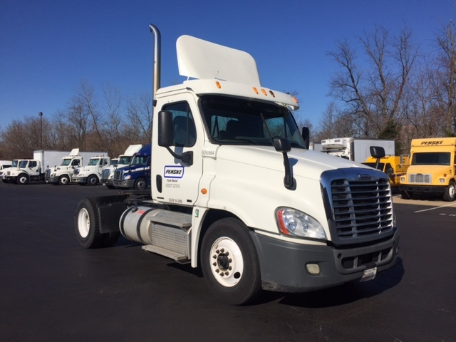 Day Cab Tractor-Heavy Duty Tractors-Freightliner-2012-Cascadia 12542ST-BENSALEM-PA-429,718 miles-$33,500