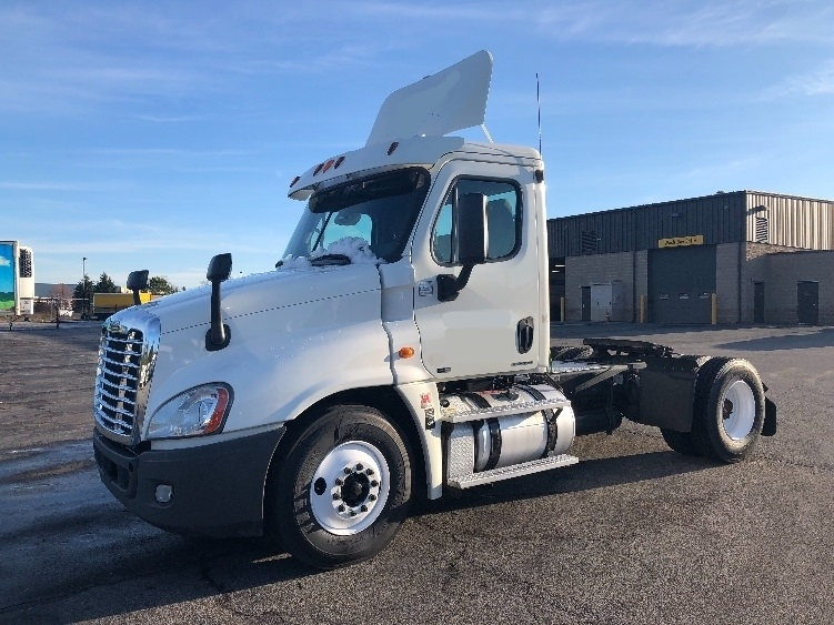 Day Cab Tractor-Heavy Duty Tractors-Freightliner-2012-Cascadia 12542ST-CHESTER-VA-303,798 miles-$36,250