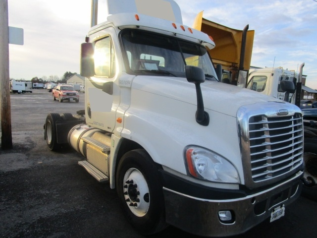 Day Cab Tractor-Heavy Duty Tractors-Freightliner-2012-Cascadia 12542ST-GANSEVOORT-NY-367,556 miles-$14,500
