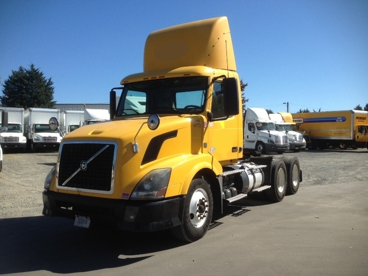 Day Cab Tractor-Heavy Duty Tractors-Volvo-2012-VNL64T300-CHARLOTTE-NC-334,110 miles-$27,000