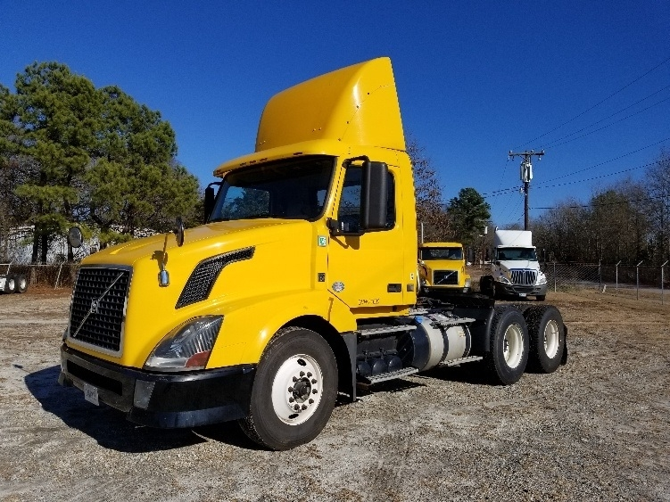 Day Cab Tractor-Heavy Duty Tractors-Volvo-2012-VNL64T300-SPARTANBURG-SC-425,557 miles-$30,000