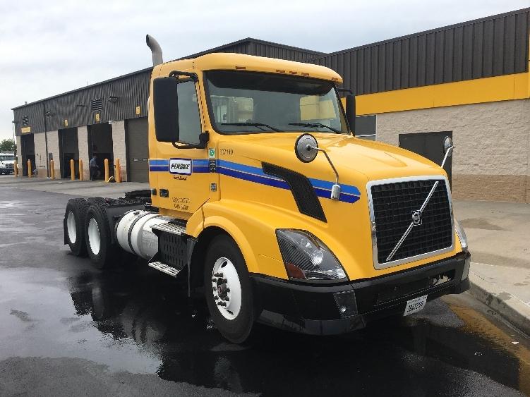 Day Cab Tractor-Heavy Duty Tractors-Volvo-2012-VNL64T300-WICHITA-KS-253,636 miles-$42,250