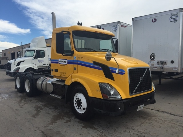 Day Cab Tractor-Heavy Duty Tractors-Volvo-2012-VNL64T300-BROOKLYN PARK-MN-261,381 miles-$42,000