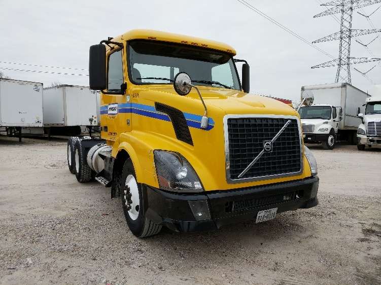 Day Cab Tractor-Heavy Duty Tractors-Volvo-2012-VNL64T300-HOUSTON-TX-240,685 miles-$29,000