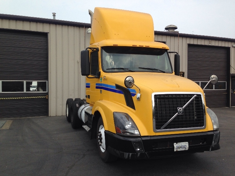 Day Cab Tractor-Heavy Duty Tractors-Volvo-2012-VNL64T300-PORTLAND-OR-417,302 miles-$37,500