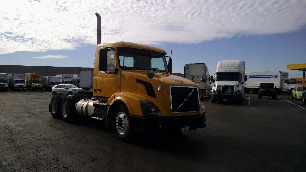 Day Cab Tractor-Heavy Duty Tractors-Volvo-2012-VNL64T300-LOUISVILLE-KY-377,517 miles-$24,250