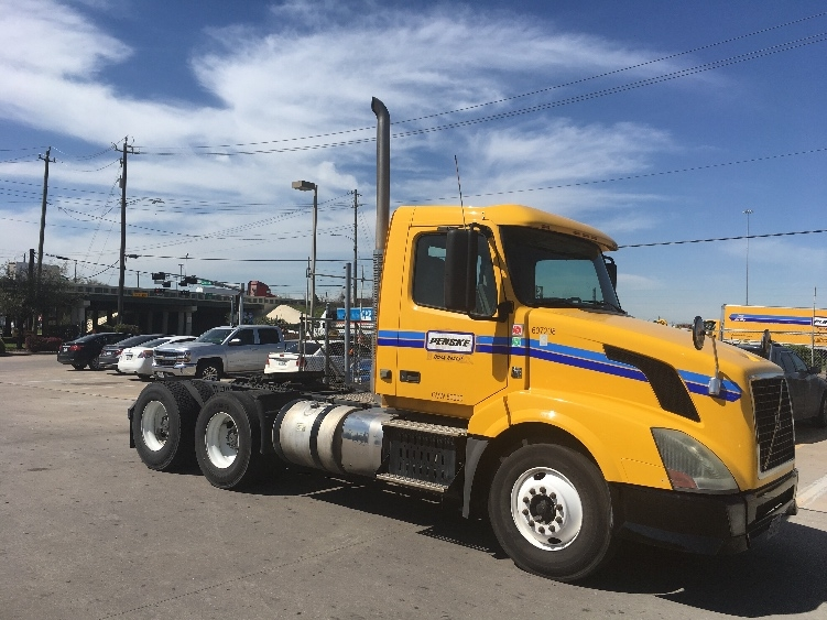 Day Cab Tractor-Heavy Duty Tractors-Volvo-2012-VNL64T300-HOUSTON-TX-259,290 miles-$37,750
