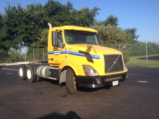 Day Cab Tractor-Heavy Duty Tractors-Volvo-2012-VNL64T300-HOMEWOOD-AL-381,026 miles-$31,000