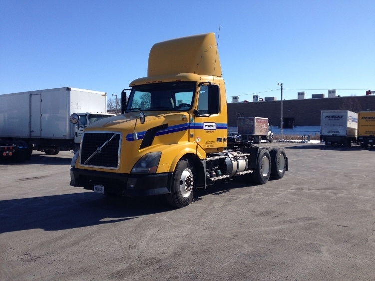 Day Cab Tractor-Heavy Duty Tractors-Volvo-2012-VNL64T300-MILWAUKEE-WI-310,544 miles-$41,500