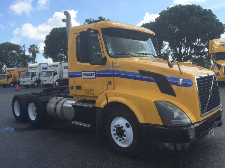 Day Cab Tractor-Heavy Duty Tractors-Volvo-2012-VNL64T300-MEDLEY-FL-277,031 miles-$25,500