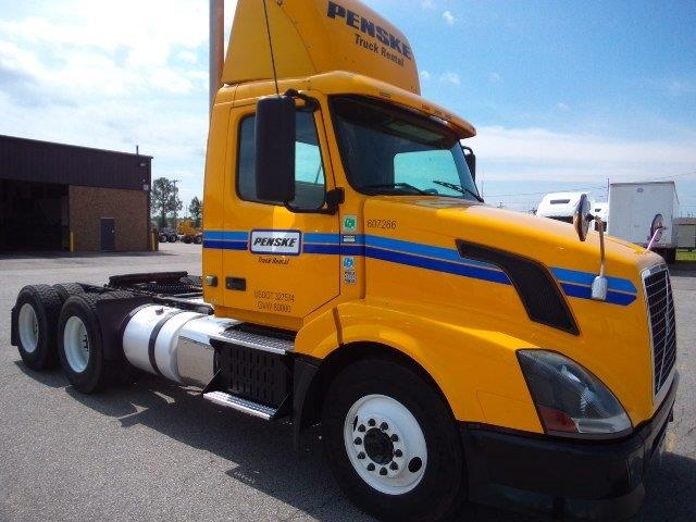 Day Cab Tractor-Heavy Duty Tractors-Volvo-2012-VNL64T300-LOWELL-AR-496,789 miles-$31,000