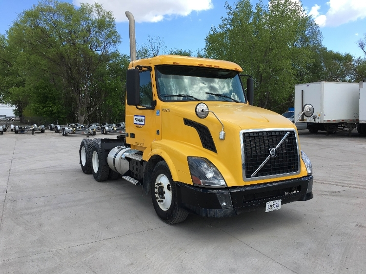 Day Cab Tractor-Heavy Duty Tractors-Volvo-2012-VNL64T300-DAVENPORT-IA-363,261 miles-$28,000