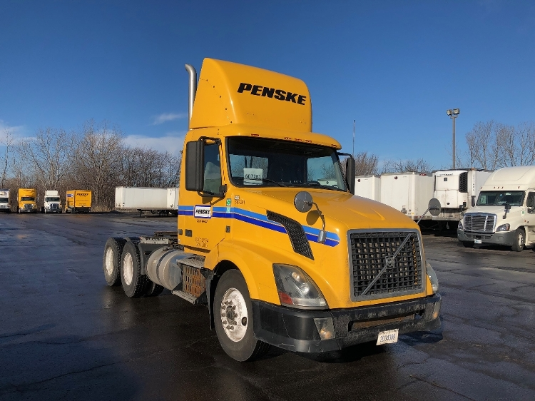 Day Cab Tractor-Heavy Duty Tractors-Volvo-2012-VNL64T300-SOUTH HOLLAND-IL-371,870 miles-$25,000