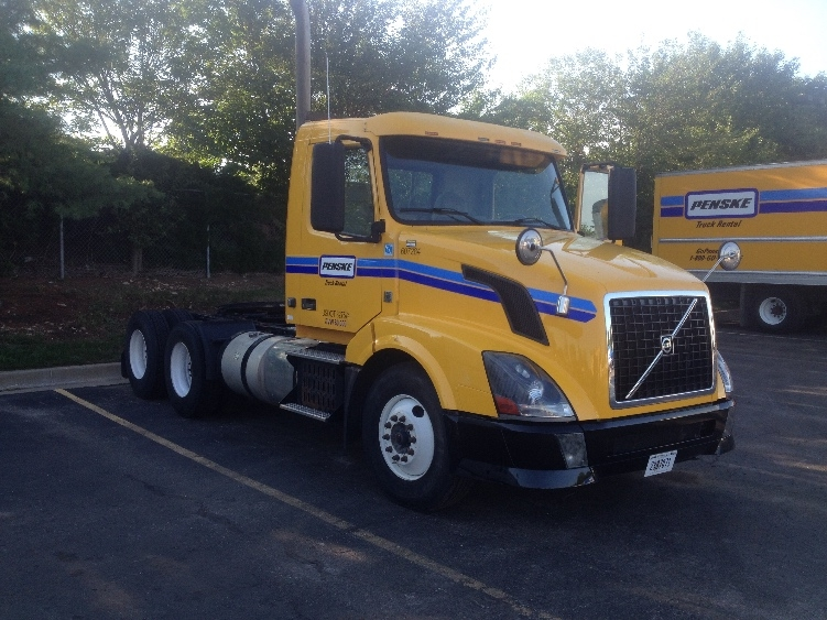 Day Cab Tractor-Heavy Duty Tractors-Volvo-2012-VNL64T300-LENEXA-KS-265,225 miles-$48,000