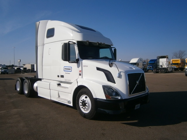 Sleeper Tractor-Heavy Duty Tractors-Volvo-2012-VNL64T670-RICHLAND-MS-512,199 miles-$33,000