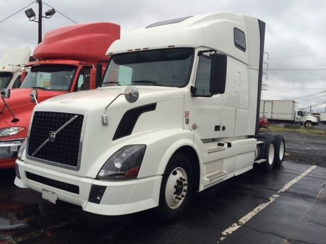 Sleeper Tractor-Heavy Duty Tractors-Volvo-2012-VNL64T670-LINDEN-NJ-398,485 miles-$43,250