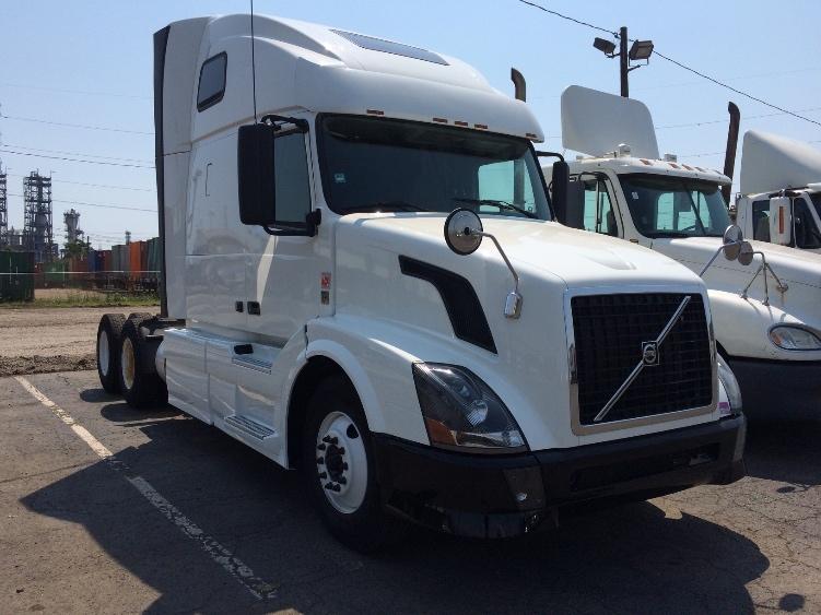Sleeper Tractor-Heavy Duty Tractors-Volvo-2012-VNL64T670-LINDEN-NJ-299,046 miles-$45,500