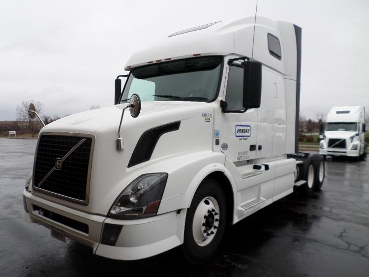 Sleeper Tractor-Heavy Duty Tractors-Volvo-2012-VNL64T670-KENTWOOD-MI-613,077 miles-$34,500