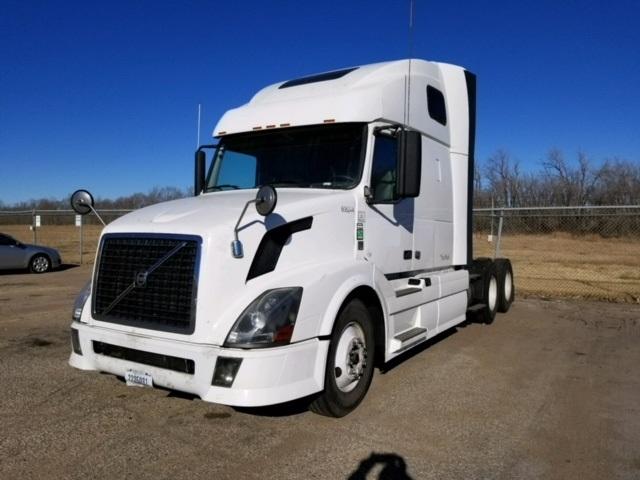 Sleeper Tractor-Heavy Duty Tractors-Volvo-2012-VNL64T670-SALINA-KS-718,919 miles-$13,500