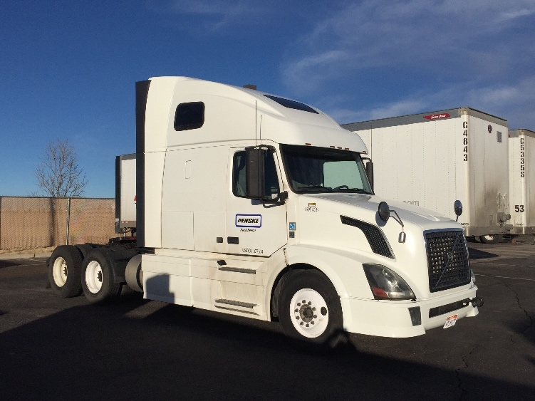 Sleeper Tractor-Heavy Duty Tractors-Volvo-2012-VNL64T670-DENVER-CO-486,353 miles-$41,000