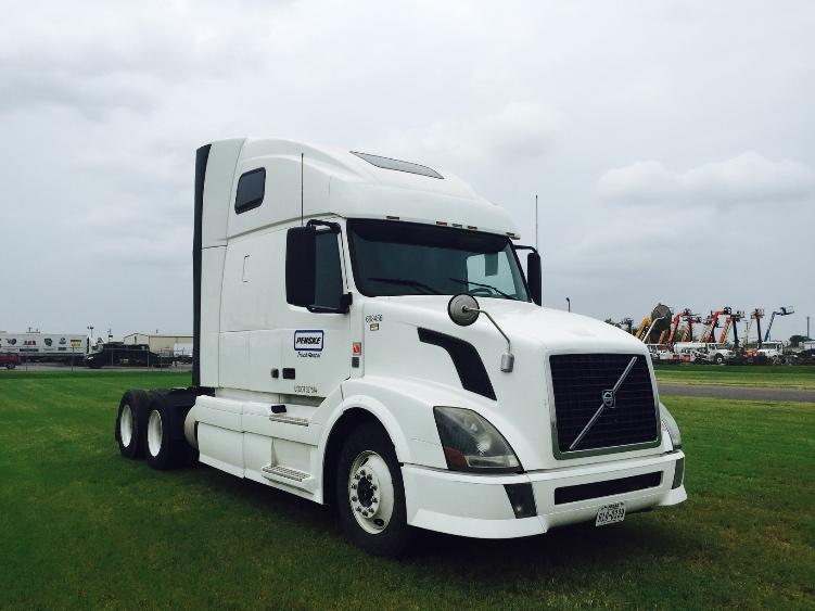 Sleeper Tractor-Heavy Duty Tractors-Volvo-2012-VNL64T670-SALEM-VA-500,651 miles-$35,000