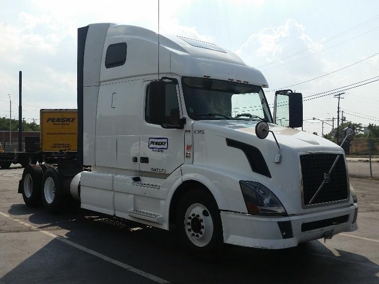 Sleeper Tractor-Heavy Duty Tractors-Volvo-2012-VNL64T670-MEMPHIS-TN-520,862 miles-$36,750