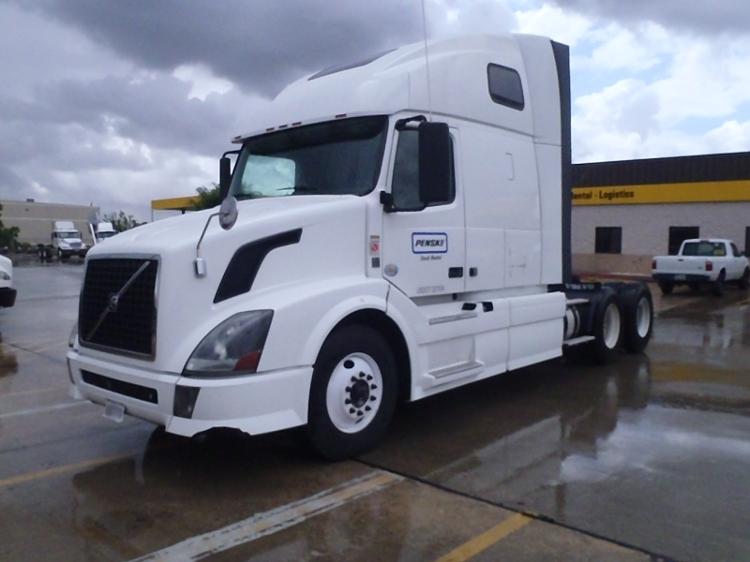 Sleeper Tractor-Heavy Duty Tractors-Volvo-2012-VNL64T670-ROSEVILLE-MN-434,000 miles-$39,000