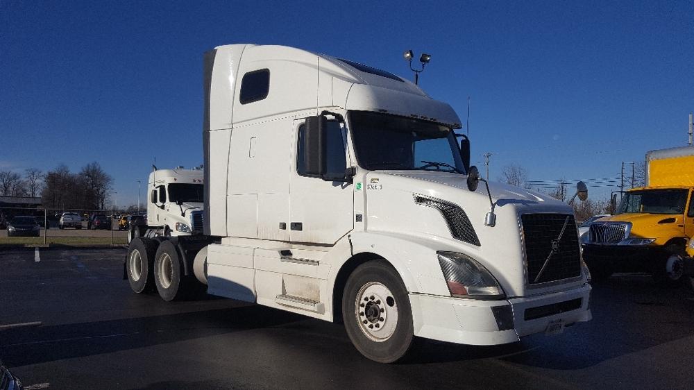 Sleeper Tractor-Heavy Duty Tractors-Volvo-2012-VNL64T670-LOUISVILLE-KY-709,358 miles-$27,000
