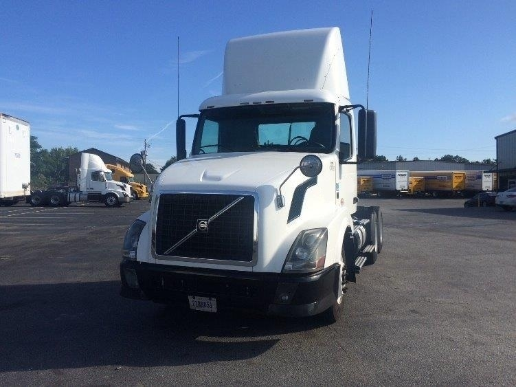 Day Cab Tractor-Heavy Duty Tractors-Volvo-2012-VNL64T300-FOREST PARK-GA-600,058 miles-$26,500