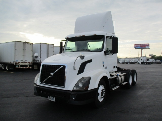 Day Cab Tractor-Heavy Duty Tractors-Volvo-2012-VNL64T300-FORT WAYNE-IN-656,350 miles-$25,250