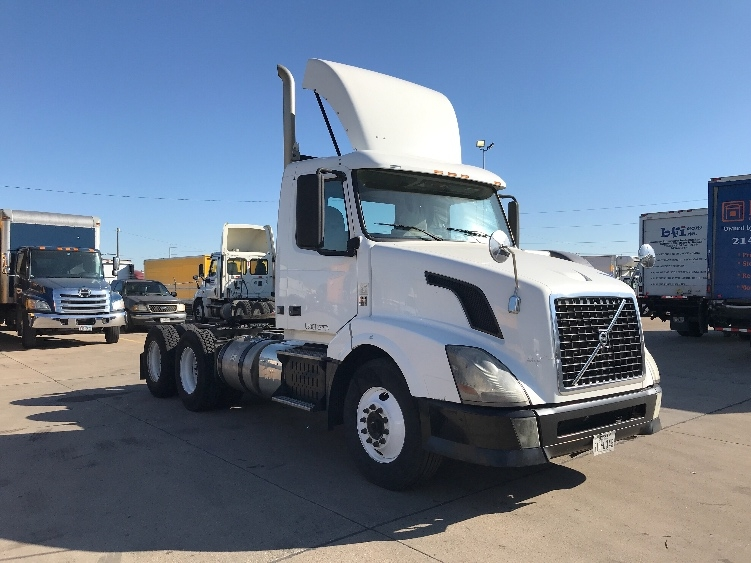 Used Day Cab Tractors For Sale in TX - Penske Used Trucks