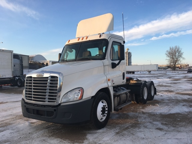 Day Cab Tractor-Heavy Duty Tractors-Freightliner-2012-Cascadia 12564ST-SIOUX FALLS-SD-435,635 miles-$44,750