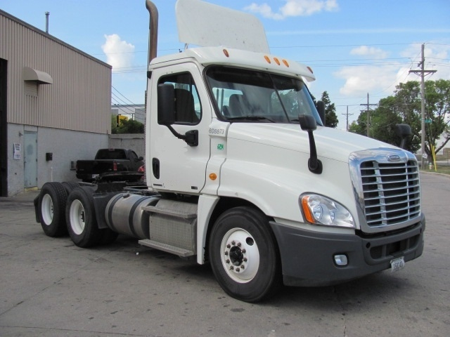 Day Cab Tractor-Heavy Duty Tractors-Freightliner-2012-Cascadia 12564ST-OMAHA-NE-540,590 miles-$39,500