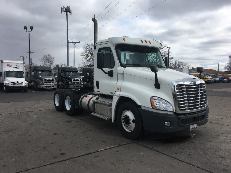 Day Cab Tractor-Heavy Duty Tractors-Freightliner-2012-Cascadia 12564ST-ELKHART-IN-385,386 miles-$35,250